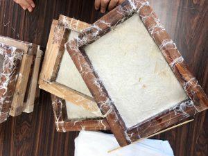 漉いた直後の竹紙